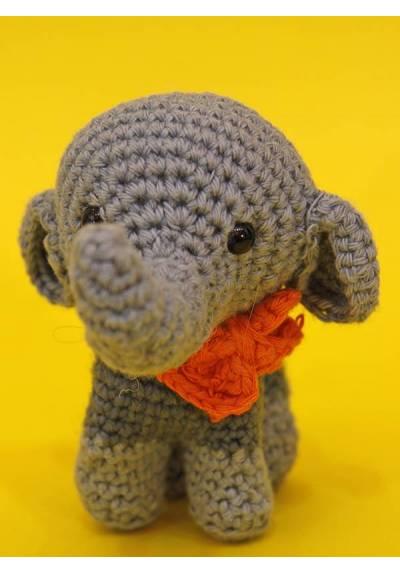 Elefantito Gris con Lazito Naranja (Amigurumis)