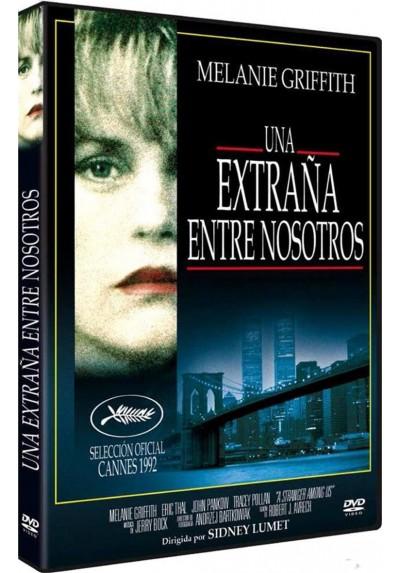 Una Extraña Entre Nosotros (A Stranger Among Us)